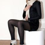 Echarpe en laine, robe noire Koshka Mashka, chaussures en python H&M
