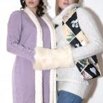 De gauche à droite: bonnet H&M, écharpe en laine, robe H&M. Gilet sans manches Manoush, pull en laine Zara, jegging H&M, mancheron en fourrure.