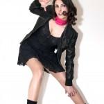 Perfecto en cuir, robe dentelle Mango, jambières H&M, chaussres et bandeau rose fuschia H&M