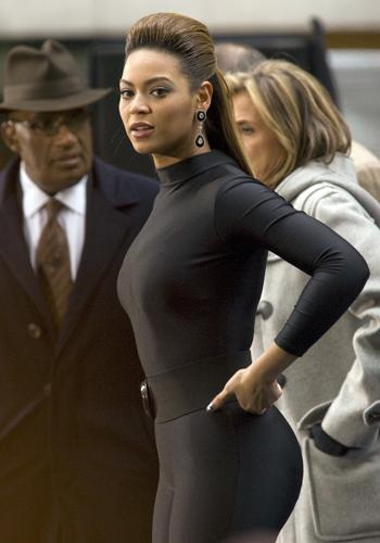 La mode selon sa morphologie: menue ou avec des formes.Beyoncé. Source: www.skynet.be