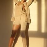 Accessoire pour cheveux Ismene. Créations Charlotte Couture, chaussures Asos.