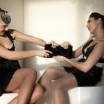 De gauche à droite: création Ismene, robe Les Petites, chassures H&M. Robe Koshka Mashka, chaussures Asos, pochette noire vernie H&M