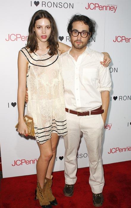 Spécial St Valentin: looks de couples! Charlotte Kemp Muhl et Sean Lennon, source:www.actustar.com