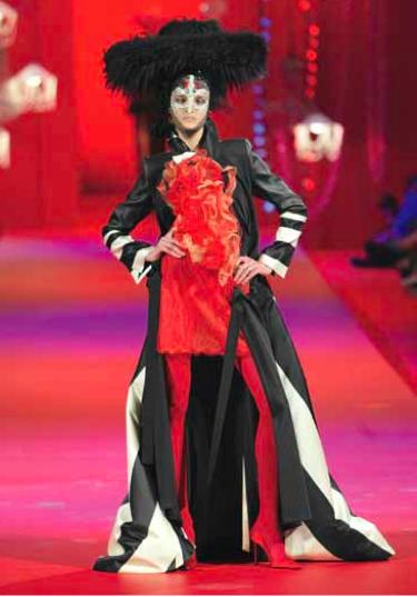 Christian Lacroix, Haute Couture, automne/hiver 2002-2003
